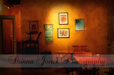 Lattes,antiques, fritters, warm lovely lighting and art on the walls for your viewing pleasure..oh yeah...I'm going back!